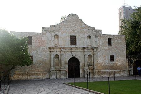 The Alamo not long after sunrise
